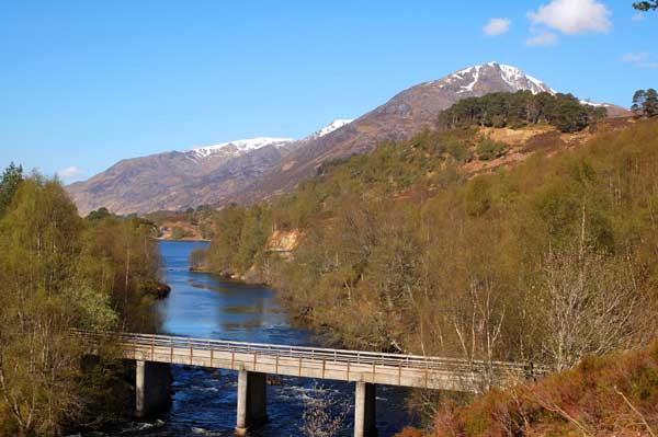Bridge over River Affric to AKW